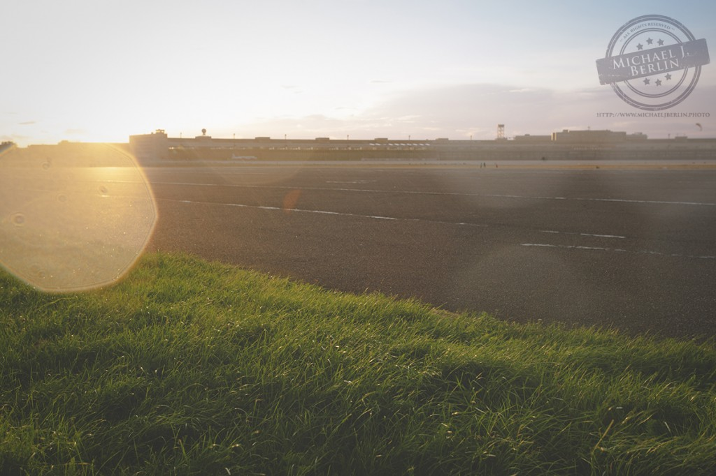 Regen fällt auf Tempelhofer Feld