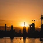 Der Sonnenuntergang hinter der Stadt ist für die Einwohner des Ostteils Alltag. Leider habe ich trotzdem nicht jeden Tag diese Aussicht über die Spree zur Oberbaumbrücke und den Fernsehturm
